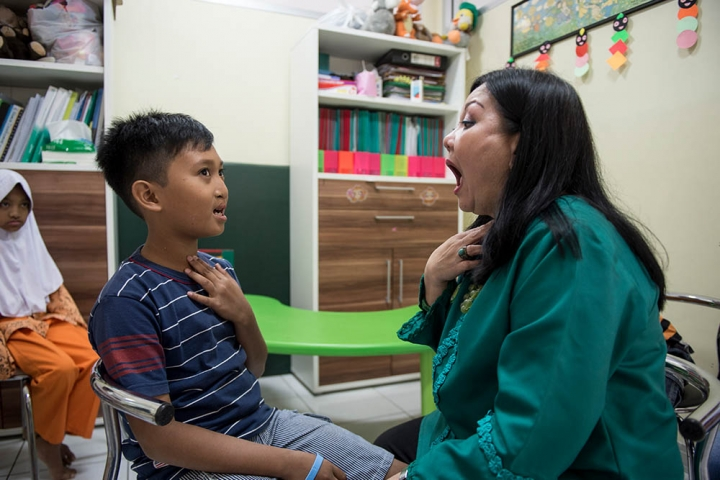 Cleft speech therapy session in Indonesia
