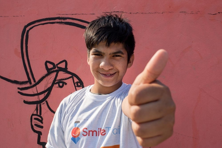 Smile Train cleft patient gives a thumbs up