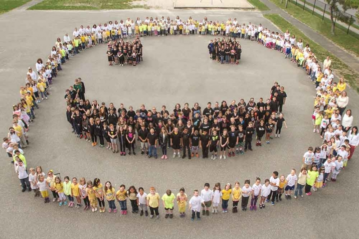 Elementary school students make a smile out of bodies